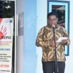 Gubernur Maluku Said Assegaf sangat senang perubahan itu dan menghibahkan lahan seluas 2 ha kepada pihak pengelola politeknik (Foto:maritim/dok/henry)