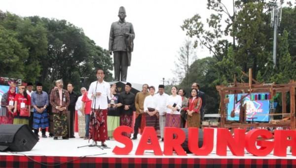 """""""Sarung Punya Filosofi Tinggi Mari Kita Pakai Secara Nasional"""""""