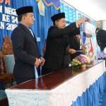 Penyematan tanda kelulusan dengan cara wisuda kepada perwakilan anak didik (Foto:maritim/dok)