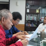 Wartawan Media Kelautan online www.maritimporosnusantara.com Herbert Pardede (kiri, Henry Supardi (tengah) dan Luhur Pradjarto,SE,MM (Foto:maritim/rori)