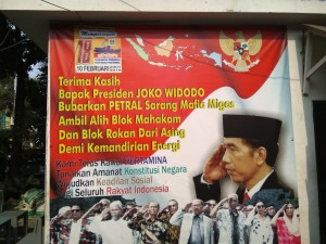 Baliho raksasa di Kantor Laskar Merah Putih sejak beberapa tahun lalu yang menegaskan ucapan terima kasih kepada Presiden Joko Widodo atas pembubaran dan penutupan Kantor Petral yang dikuasai para mafia dan koruptor (Foto:maritim/mare)
