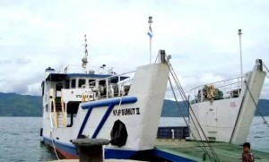 Kapal roll-on roll-off atau ro-ro yang disediakan melayari Danau Toba (Foto:maritim/dok-roni)