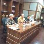 Dr Suparno (tengah) Deputi Bidang Pengawasan Koperasi Kementerian Koperasi dan UKM (Foto:maritim/dok-herbert)