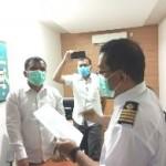 Capt. Habel  Tandiseru membaca pernyataan sikap. berupa tuntutan pengusiran atau deportasi TKA asing di armada PT Soechi Line dan penyelesaian kematian ABK Indonesia (Foto:maritim/dok-roni)